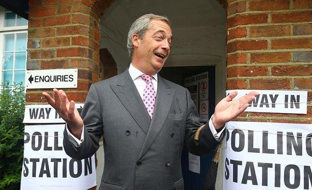 Kiivaasti EU:sta eroamisen puolesta kamppailleen Britannian itsenäisyyspuolueen (UKIP) puheenjohtaja Nigel Farage kävi äänestämässä Bigging Hillissä Kaakkois-Englannissa.