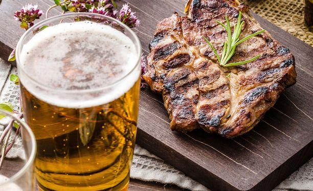 Pekka Terävä ja Tuomas Markkula kehittävät olutta, joka sopisi yhteen mahdollisimman monen eri ruoan kanssa.