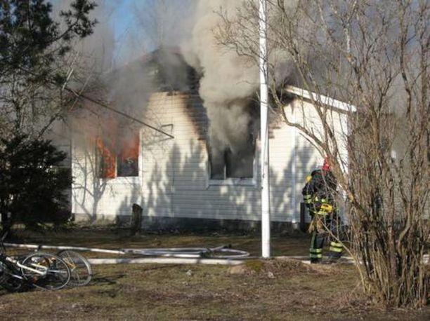 6-vuotias lapsi menehtyi vappupäivänä tapahtuneessa tulipalossa Rautjärven Simpeleellä.