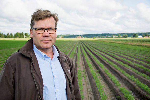 Keskon pääjohtaja Mikko Helander kritisoi lauantain Iltalehdessä voimakkaasti S-ryhmän halpuutuskampanjaa.