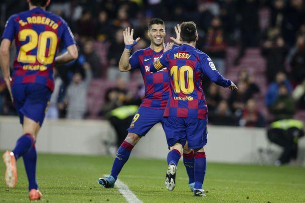 Lionel Messi riensi onnistelemaan kantapäätaikaa esitellyttä Luis Suárezia.