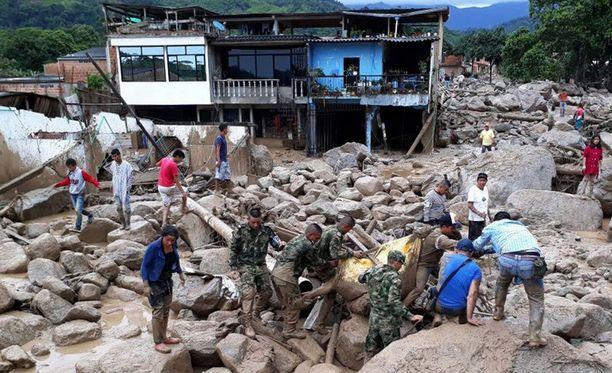 Mudan lisäksi Mocoan kaupunkiin vyöryi kiviä ja soraa.