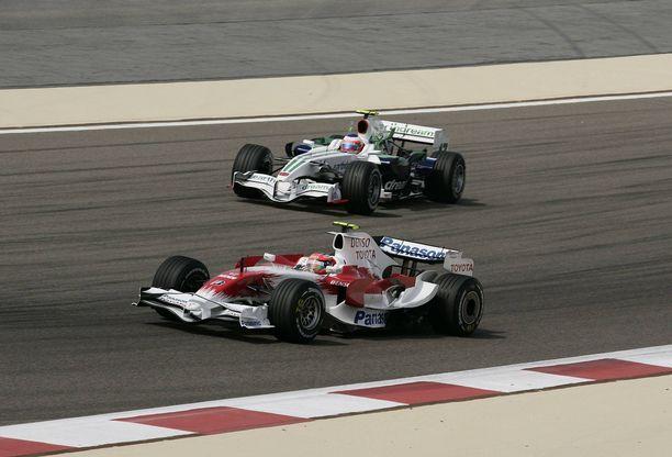 Toyota ja Honda vetivät nopealla aikataululla töpselit irti F1-projekteiltaan, kun taloustilanne synkkeni.