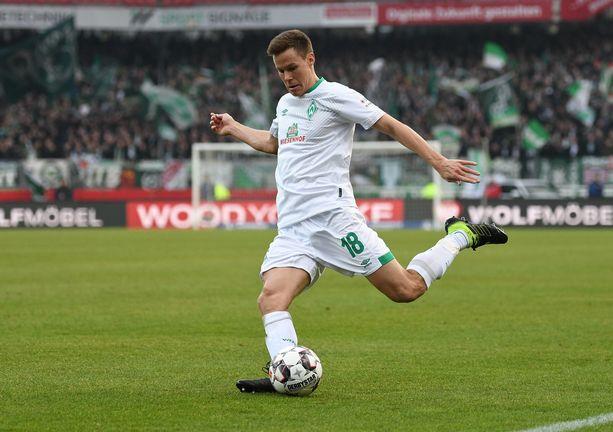 Niklas Moisander tekee laatutyötä Werder Bremenin puolustuksessa.