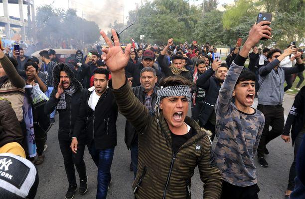 Kuva tiistailta Karbalan kaupungista, jossa on myös laajoja mielenosoituksia.