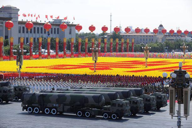 Kiina esitteli ydinasearsenaaliaan Pekingissä sotilasparaatissa lokakuussa 2009.