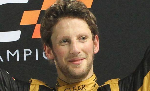 Romain Grosjean ajaa Lotuksella myös ensi kaudella.