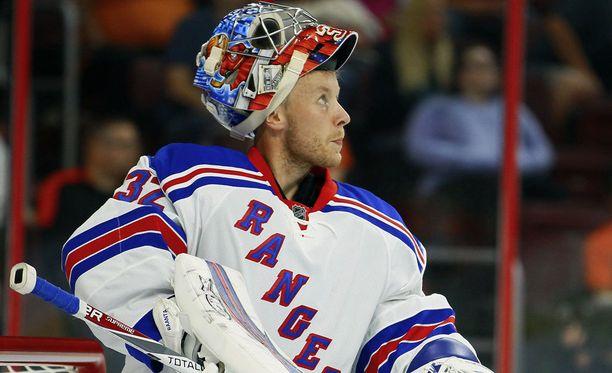 Antti Raanta torjuu tulevalla kaudella New York Rangersin riveissä.