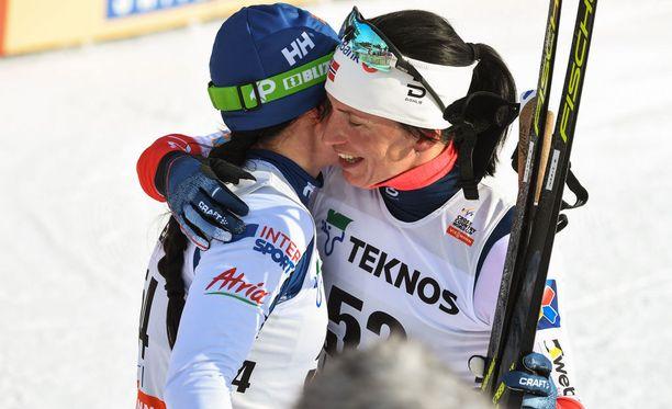 Krista Pärmäkoski ja Marit Björgen ovat tasavertaiset kilpakumppanit.