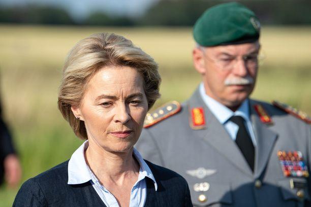 Saksan puolustusministeri Ursula von der Leyeniä (CDU) ehdotetaan EU-komission johtoon.