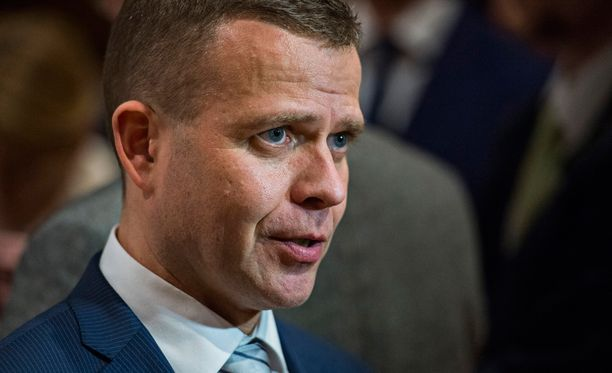 Sisäministeri Petteri Orpon mukaan komission ehdottomat kiintiöt sopivat Suomelle.