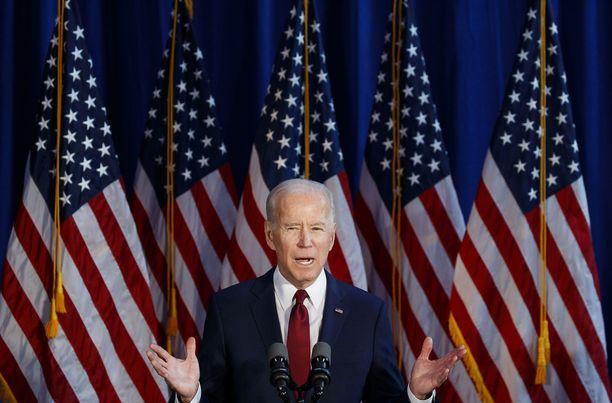 Joe Biden johtaa kannatuskyselyissä Donald Trumpia.