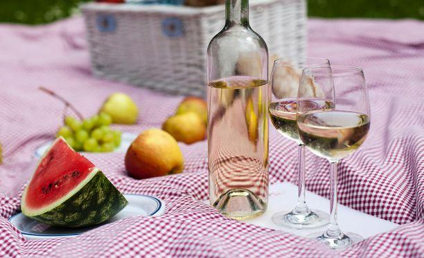 Perinteisesti vappua juhlitaan ulkona ja piknikillä.