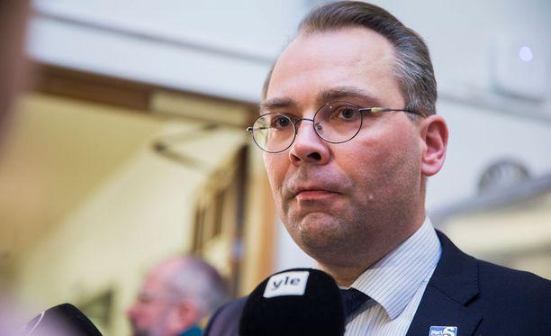 Puolustusministeri Jussi Niinistö (ps) selvitteli keskiviikkona Yle-näkemyksiään Iltalehden lisäksi myös muun muassa Yleisradiolle.