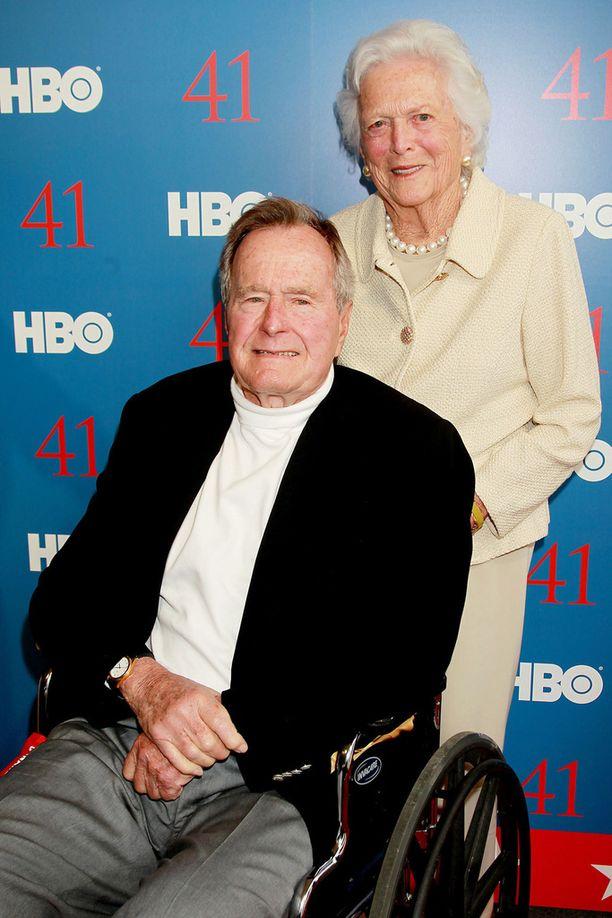 Presidentti George H.W. Bush ja hänen vaimonsa Barbara vuonna 2012.