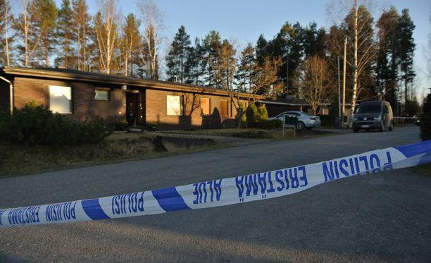Tyttö yritti ensin myrkyttämällä murhata koulukaverinsa ja surmasi tämän lopulta veitsellä.