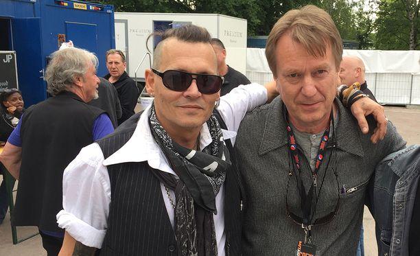 Mika Kaurismäki kutsui Johnny Deppin Corona-baariin, mutta keikkakiireet estivät vierailun.