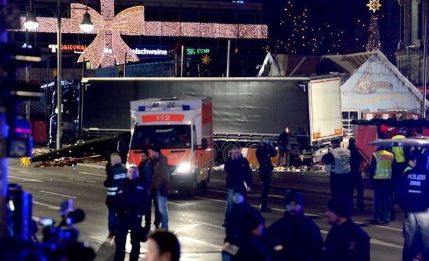 Iskussa joulumarkkinoille kuoli 12 ihmistä, joista yksi oli ammuttu.