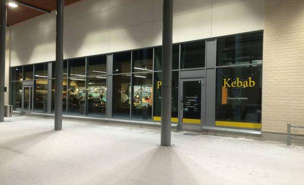 Silminnäkijän mukaan tammikuun tapahtumat saivat alkunsa Toppilan kauppakeskuksessa olevasta ravintolasta.