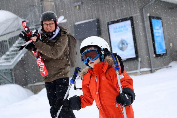 Greg Woloszyn vaimo Viola Wolozyn on Puolan suosituimpia lapsiperhebloggaajia. Hän itse seikkailee blogissa mukana poikansa Janin kanssa, joka oppi Rukalla laskettelemaan.
