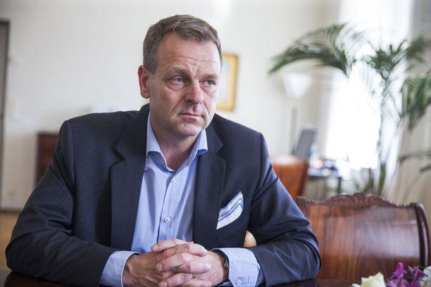 Helsingin pormestarin Jan Vapaavuoren mielestä kokoomuksen tavoitteet ovat yhä kauempana sote-uudistuksessa.