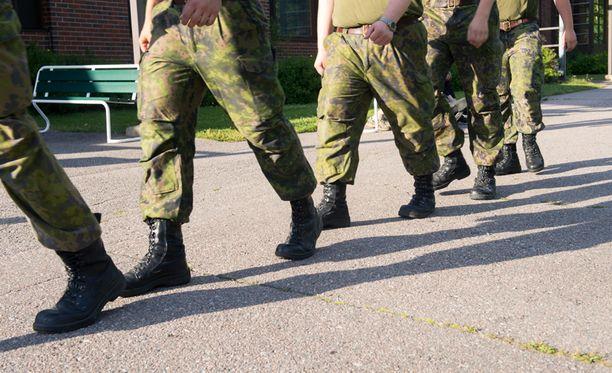 Suurin osa puolueista kannattaa portaittaista puolustusmäärärahojen lisäystä.