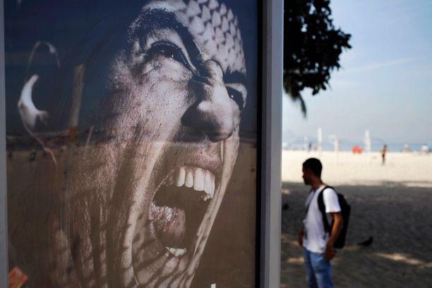 Tämä mainostaulu oli pystyssä Rio de Janeirossa vielä torstaina.