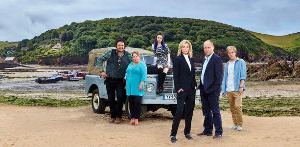 Jane Kennedyä esittää sarjassa Claire Goose (3. oik.) ja hänen nuoruuden rakkauttaan ja työpariaan Daveya Matt Bardock.