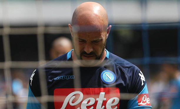 Napoli-kassari Pepe Reina oli pettynyt mies tasapelin jälkeen.