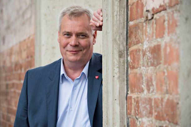 Antti Rinne johtaa värikästä demarikenttää toistaiseksi.