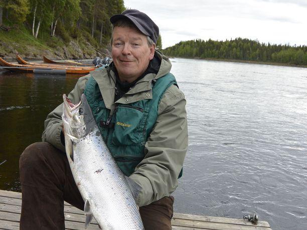 Äkäslompololainen matkailuyrittäjä Vesa Kaulanen ei ymmärrä Suomen liian tiukkoja koronalinjauksia. Se mikä soveltuu etelään, ei päde väljemmässä pohjoisessa.