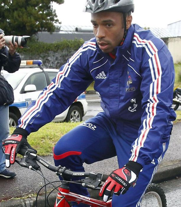 Ranskan maajoukkueen treeneihin kuului tiistaina pyöräilyä.