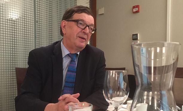 Euroopan parlamentin jäsen Paavo Väyrynen piti keskiviikkona tiedotustilaisuuden Helsingissä.