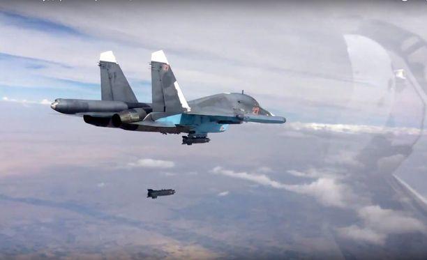 Yhdysvaltojen johtama koalitio ja Venäjä ovat kiihdyttäneet iskuja Isisiä vastaan entisestään.