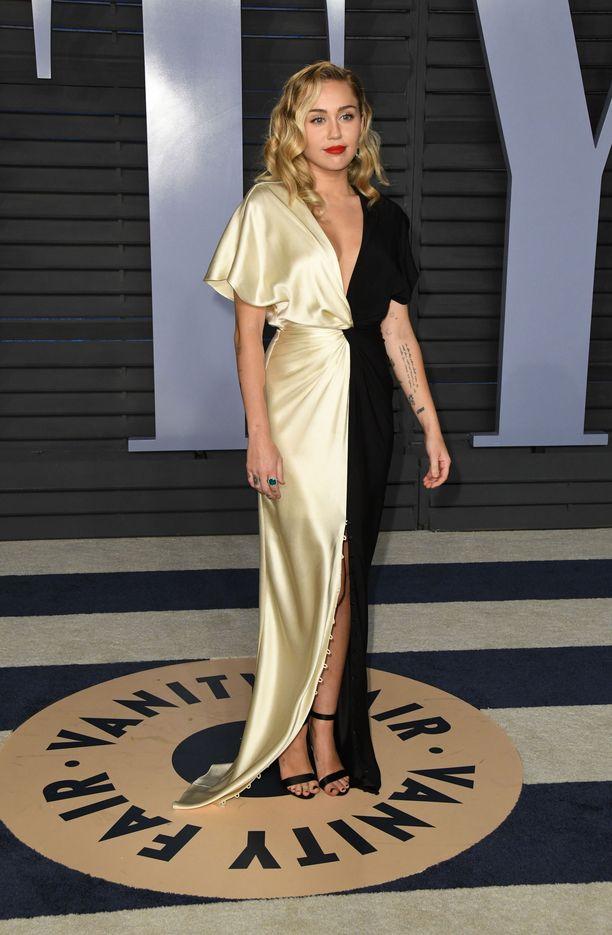 Oscar-gaalassa Miley lukeutui tänä vuonna onnistuneimpiin pukeutujiin.