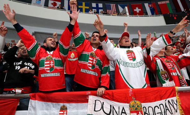 Unkarin faneilla oli täysi meininki päällä.