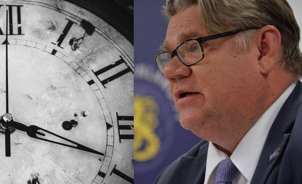 Ulkoministeri Timo Soinin mukaan kellojen siirtämisestä olisi korkea aika luopua.