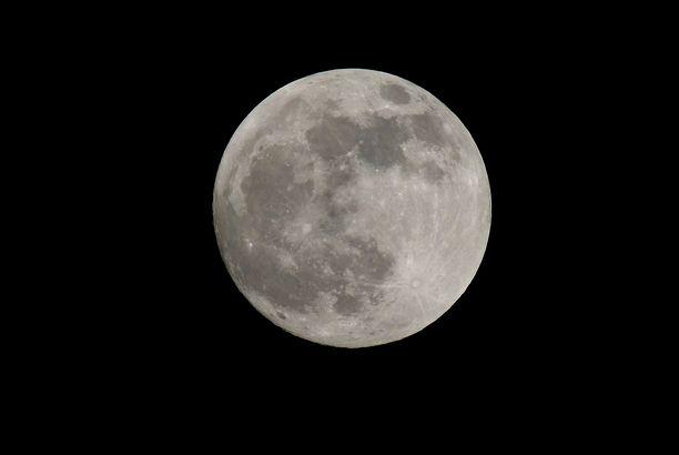 Maata kiertävälle Kuulle on löytynyt väliaikainen pikkuveli.