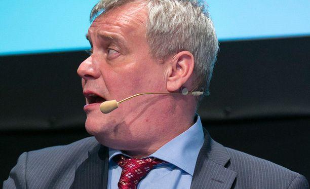 Antti Rinne haluaa puoluejohtajat tänään koolle.
