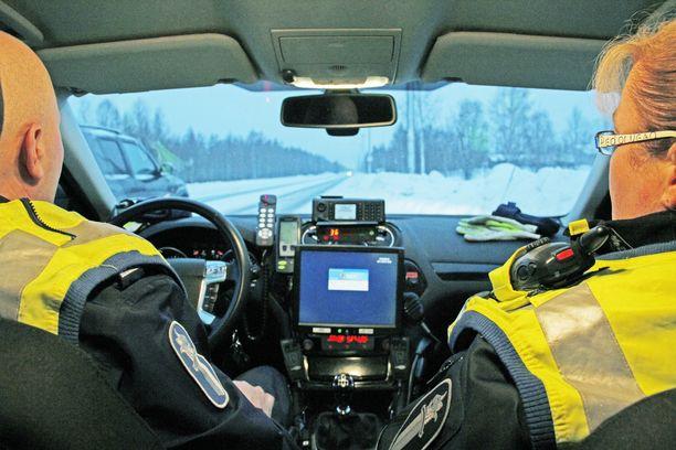 Ex-poliisin mukaan poliisiautoissa käytetyt tutkat näyttivät virheellisiä lukemia, minkä vuoksi osa autoilijoista oli saanut ylinopeussakkoja väärin perustein. Kuvituskuva.