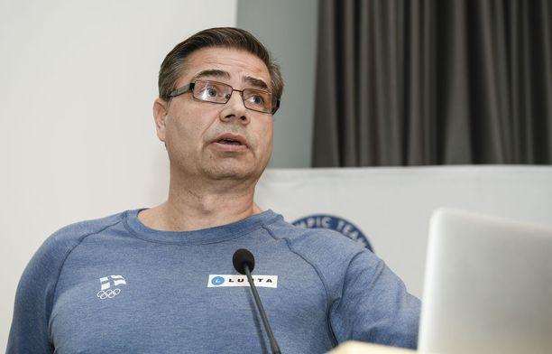 Mika Lehtimäki toimii Olympiakomitean huippu-urheiluyksikön johtajana.