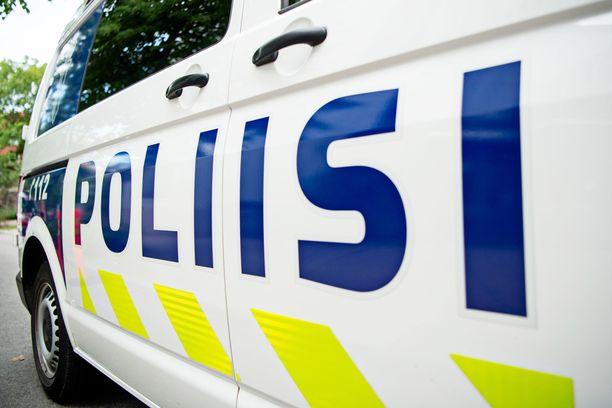 Poliisi käytti epätavallista keinoa pakenevan mopoilijan pysäyttämiseksi. Kuvituskuva.