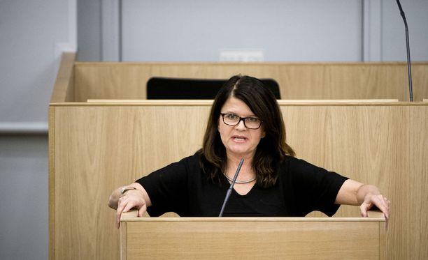 Vihreiden kansanedustaja Outi Alanko-Kahiluoto näki eduskuntatalon ikkunasta ambulanssit ja poliisiautot, jotka saapuivat paikalle pian puukotuksen jälkeen.