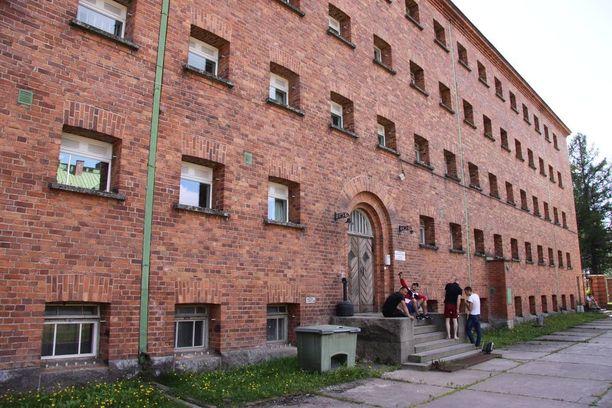 Joutsenon vastaanottokeskuksen yhteydessä sijaitsee toinen Suomen säilöönottoyksiköistä.