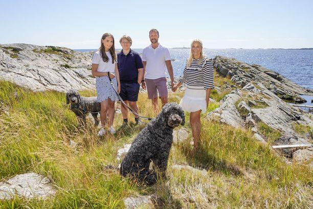 Kuninkaallinen perhe lomailee vuosittain Dvergsoyassa.