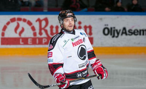 Matti Kuparinen kantaa Ässien C-kirjainta alkavalla kaudella.