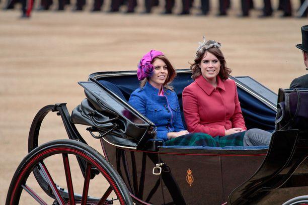 Yorkin prinsessat Beatrice ja Eugenie edustavat usein yhdessä erilaisissa tapahtumissa.