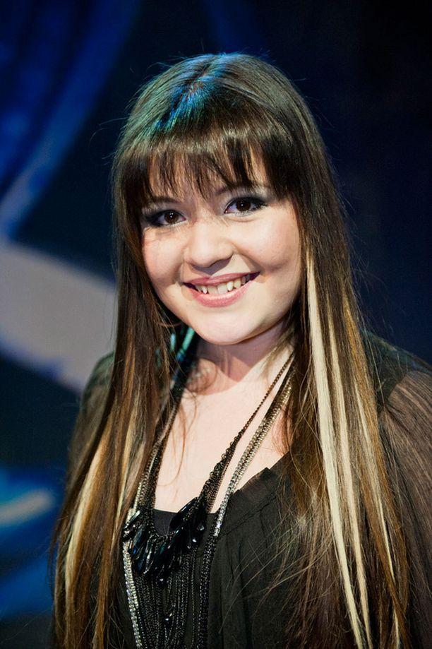 Tältä Diandra näytti helmikuussa 2012, kun Idols-finaali oli käynnissä.