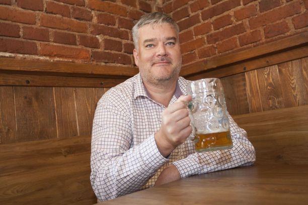 - Lupasin, että kaupunginjohtajanakin käyn iltaisin kaljalla, jos huvittaa, Harri Aaltonen sanoo.