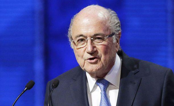 Sepp Blatter sai jälleen kuraa niskaansa.